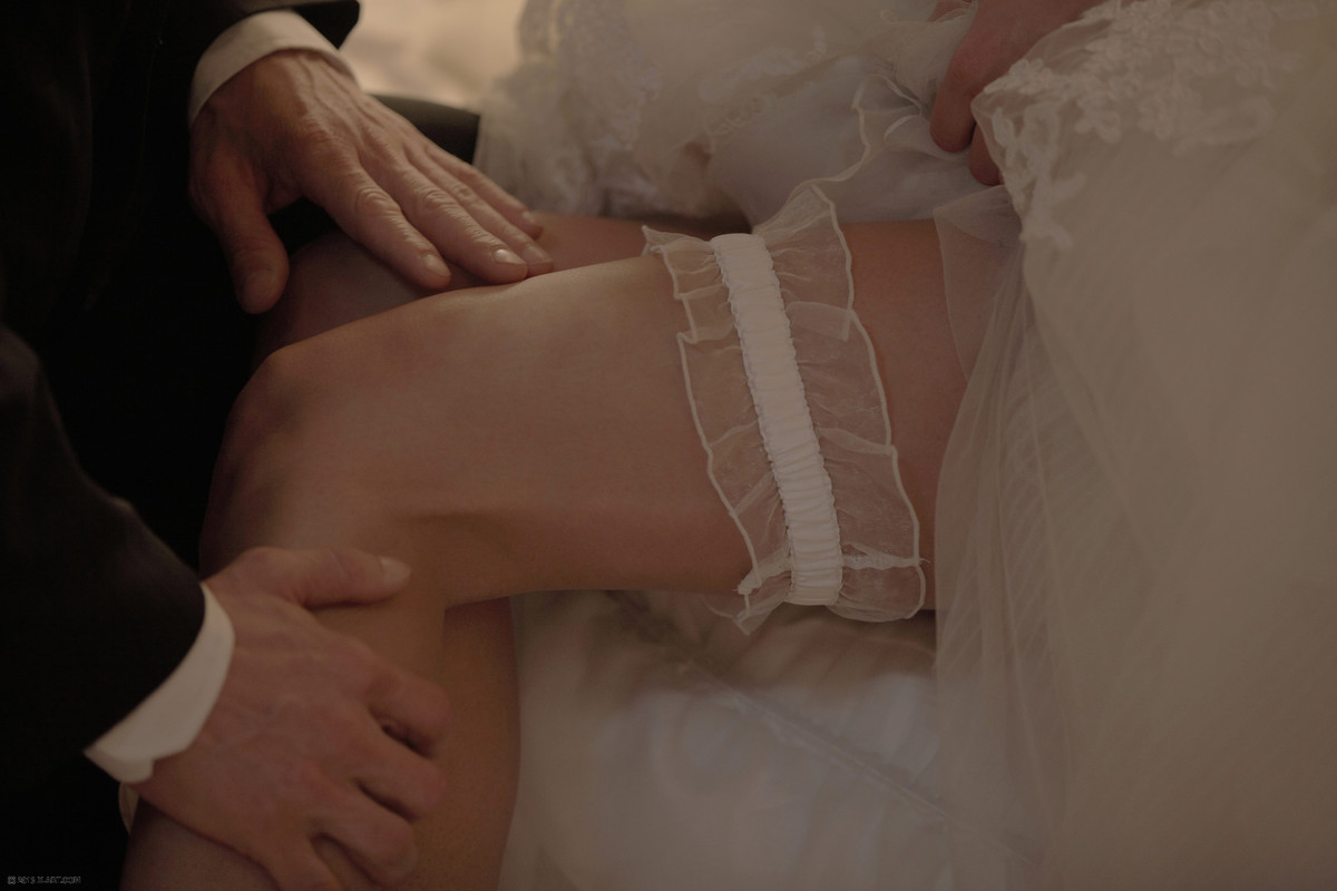 Молодая жена делает минет мужу в технике глубокая глотка после свадьбы