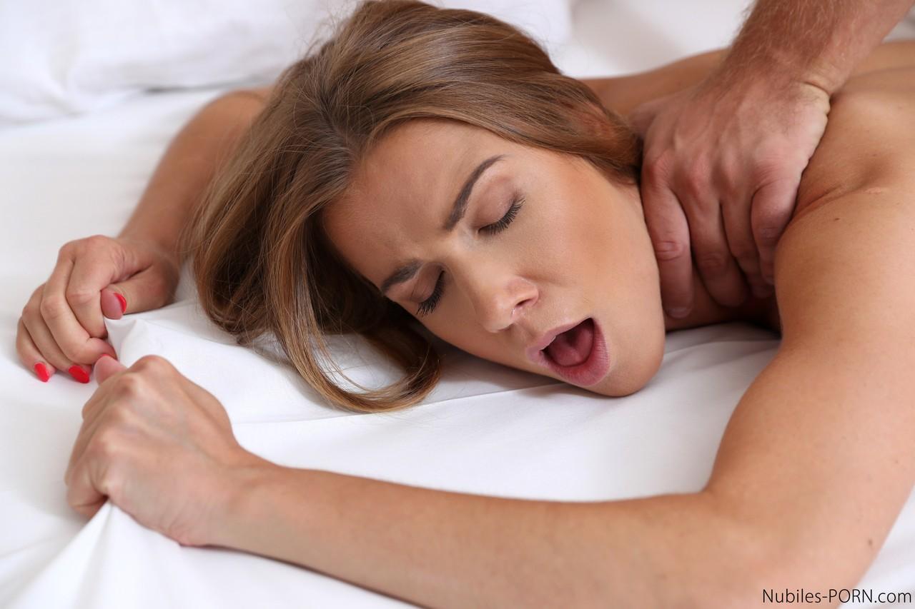 Ненасытная жена, попрыгав на члене, ловит капли спермы ртом