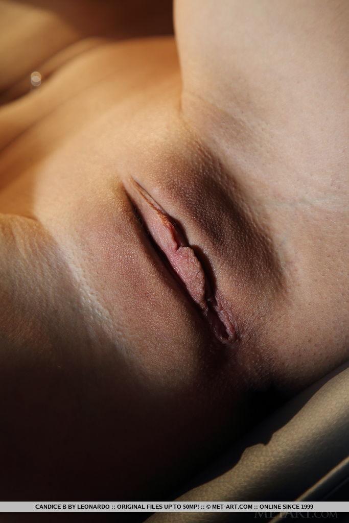 Стройная блондинка на кастинге показывает большую грудь