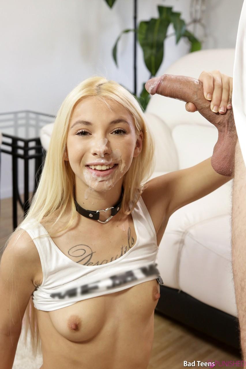 Любовник отодрал раком молодую блондинку в тугую вагину и сделал камшот на лицо